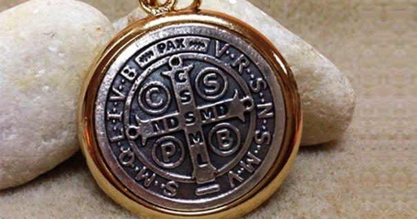 curso-demonologia-medalla-san-benito-sacramental-protege