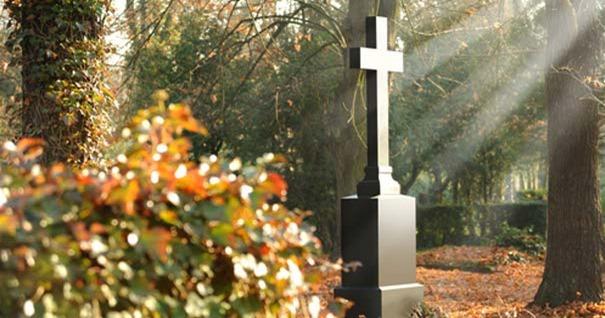 cruz-cementerio-muerte-recordar-vida