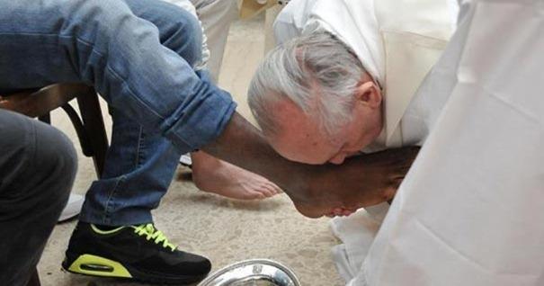 papa-francisco-servicio-persona-primero-ultimo-servidor