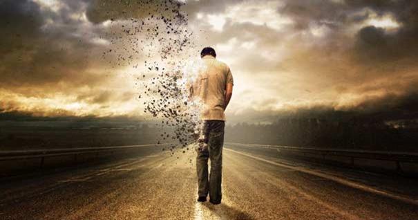 hombre-caminando-desvaneciendose-polvo-310816